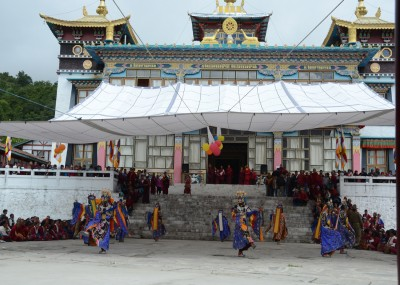 performance at Khinmey Monastery